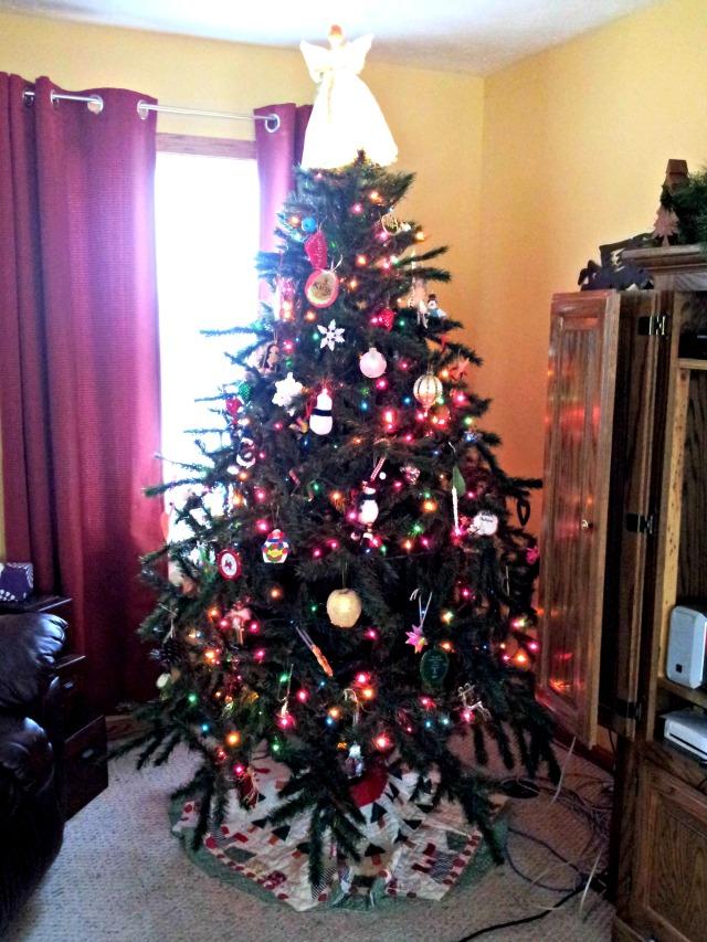 Christmas-Tree-Closer