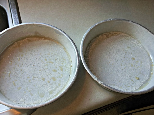 cake-pans-flour